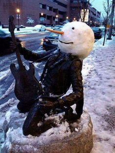 Jimi Hendricks Snowman in Seattle! Funny Snowman, Make A Snowman, Frosty The Snowmen, Christmas Snowman, I Love Snow, Snow Much Fun, Winter Love, Winter Ideas, Winter Snow