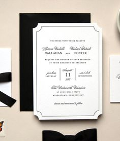 Tarjeta de Matrimonio en Tipografía Blanco y Negro -- Fotografía: Daily Sip Studios Letterpress Stationery