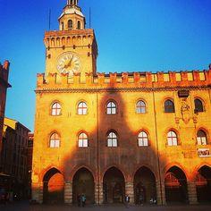 Bologna. Orange City shadow, 8:05 am - Instagram by avataroz