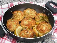 Polpette di pollo e zucchine, delicate per la presenza della verdura tra gli ingredienti, ma insaporite da una salsa di senape e limone.