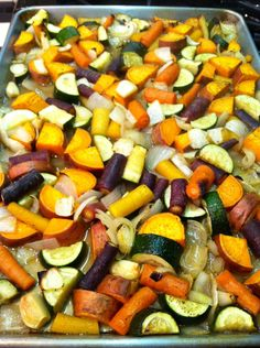 Oven Roasted Vegetables 2 bunches of rainbow carrots (about 15 carrots) 2 yams 2 zucchini 1 onion 6 cloves of garlic 1 tablespoon of all purpose seasoning 2 tablesp. Vegetable Recipes, Vegetarian Recipes, Cooking Recipes, Healthy Recipes, Oven Recipes, Simple Recipes, Pasta Recipes, Lunchbox Kids, Vidalia Onions