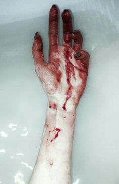 Rox's hand when she punches Gavin✅