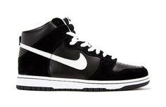"Kicks Deals – Deal of the Day: Nike SB Dunk High Pro ""Venom"""