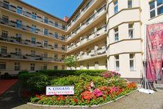 Das 4-Sterne Hotel Zarenhof in Berlin Prenzlauer Berg liegt in einem angesagten und lebendigen Bezirk Prenzlauer Berg.  Dieser Bezirk lockt mit seiner vielfältigen Kulturszene und  unzähligen in der Gründerzeitarchitektur eingebetteten hippen Lokalen immer mehr Besucher an.     .