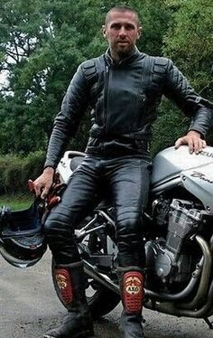 Just a Leather addicted Guy From Germany Mens Leather Pants, Tight Leather Pants, Biker Leather, Mens Biker Style, Motorbike Leathers, Motorcycle Suit, Biker Gear, Courses, Outfit