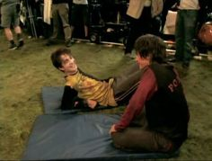 Robert Pattinson preparing for Harry Potter- Goblet Of Fire Cedric Diggory Harry James Potter, Harry Potter Goblet, Harry Potter Jokes, Harry Potter Pictures, Harry Potter Characters, Hogwarts, Slytherin, Ron Weasley, Robert Pattinson