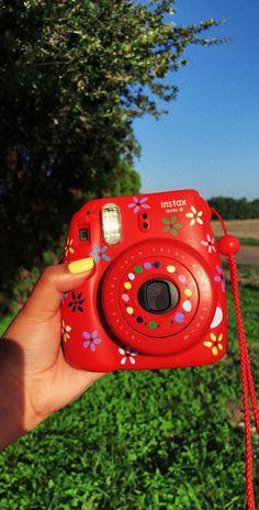 decorated Polaroid Mini Instax Camera - Instax Camera - ideas of Instax Camera. Trending Instax Camera for sales. Fujifilm Instax Mini, Polaroid Instax Mini, Instax Mini 8, Instax Mini Ideas, Polaroid Camera Case, Cute Camera, Camera Art, Vintage Polaroid Camera, Camera Hacks
