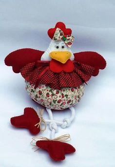 Um blog sobre artesanato, culinária, decoração, organização,família Textile Sculpture, Soft Sculpture, Preschool Crafts, Easter Crafts, Felt Christmas, Christmas Ornaments, Chicken Crafts, Chickens And Roosters, Country Crafts