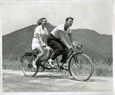 Ronald Reagan and Virginia Mayo ride a tandem bike. Ronald Reagan, Velo Vintage, Vintage Bicycles, Vintage Black, Bicicleta Tandem, Qi Gong, Virginia Mayo, Tandem Bicycle, Bicycle Shop