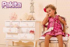 Para a primavera,  o vestido é um item básico e essencial no guarda roupa das meninas. Esse modelo vem com um laço lindo. Aproveite!