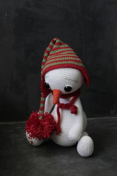 Hallo and welcome to my shop with crochet patterns. This listing is NOT the finished toy! It is an AMIGURUMI PATTERN. SNOWMAN THE FROOZY Crochet Pattern Size 29 cm without the cap Hook: 2,5 and 3mm Yarn: Catania 100% Cotton Schachenmayr, 50g = 125m This step-by-step pattern is very detailed and includes photographs of individual steps and the instructions how to complete the work. The pattern is available in English. The pattern is available in PDF format. After payment confirmatio...