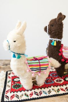 DIY - Gifts: sewing alpaca cuddly toy- DIY – Geschenke: Alpaka Kuscheltier nähen Instructions for a sewn DIY alpaca cuddly toy as a handmade gift for kids at Christmas with free sewing pattern - Beginner Sewing Projects, Sewing For Beginners, Sewing Tutorials, Sewing Hacks, Sewing Patterns Free, Free Sewing, Free Pattern, Sewing Toys, Sewing Crafts