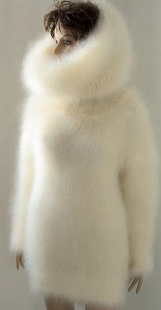 Hundreds of new and preowned sweaters for sale, with thousands of pictures of soft and fuzzy angora, mohair, alpaca, Icelandic wool men's and women's sweaters including vintage and retro. Sweater Dress Outfit, Winter Dress Outfits, Sweater Dresses, Fluffy Sweater, Angora Sweater, Gros Pull Mohair, Sweet Little Things, Mini Robes, Weave Styles
