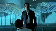 Lucifer_1.07_wingman_wings2