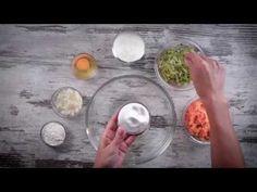 Placuszki cukiniowo-batatowe z łososiem i koperkowym sosem | Margaryna Optima