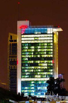 insegne luminose a led Milano, insegne led Milano, altezza numero 7 metri 9 quota di installazione mt 70, realizzazione e installazione by Clod