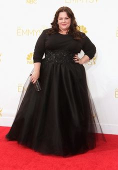 Emmy Awards 2014: Melissa McCarthy preferiu o clássico preto by Marchesa