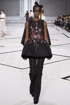 Giambattista Valli spring 2015 couture. Pants with a long caped peplum top. It works and it is genious.