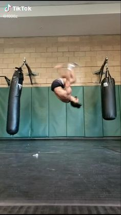 Fitness Workouts, Gym Workout Videos, Gym Workout For Beginners, Fitness Tips, Martial Arts Workout, Martial Arts Training, Boxing Training, Muay Thai Training, Self Defense Moves