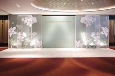 Discover more about wedding arrangements casamento Check the webpage to find out more. Wedding Backdrop Design, Wedding Stage Decorations, Ceremony Backdrop, Chinese Wedding Decor, Wedding Photo Walls, Booth Decor, Wedding Background, Wedding Arrangements, Wedding Designs