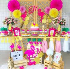 deco anniversaire flamant rose candy bar thematique couleurs jaune rose cyclamen