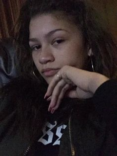 """""""When when you make eye contact with someone fine af but you try to play it cool"""" Pictures Of Zendaya, Zendaya Maree Stoermer Coleman, Zendaya Style, Beautiful Love, Smooth Skin, Give It To Me, Celebs, Skin Care, Female"""