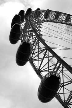 I want to go to London.  I want to ride the London Eye #JetsetterCurator