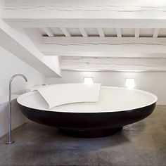 A bathtub with plenty of room to stretch your legs! That's original! #plumbing #bath #clublocal