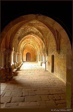 The Light Filled Romanesque Abbaye de Fontfroide, France Architecture Romane, Church Architecture, Amazing Architecture, Unusual Buildings, Beautiful Buildings, Beautiful Places, Hogwarts, Monuments, Cathedral Church