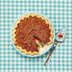 This Pecan Pie Is So Simple and Deliciousthepioneerwoman Thanksgiving Desserts Easy, Fall Dessert Recipes, Holiday Desserts, Just Desserts, Holiday Recipes, Delicious Desserts, Thanksgiving Centerpieces, Dessert Ideas, Pumpkin Cream Pie