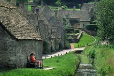 Visiting Bibury — The most charming ancient village in England - Living + Nomads – Travel tips, Guides, News & Information! Oh The Places You'll Go, Places To Travel, Places To Visit, Travel Sights, Wonderful Places, Beautiful Places, Amazing Places, England And Scotland, World Photo