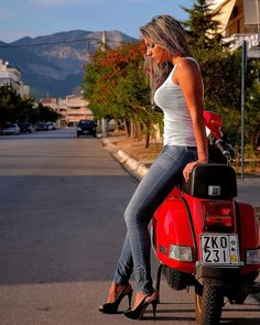 sexy scoot section - Page 84 - Scootentole Piaggio Vespa, Lambretta Scooter, Vespa Scooters, Scooter Motorcycle, Motorcycle Girls, Vintage Vespa, Vespa Girl, Scooter Girl, Lady Biker