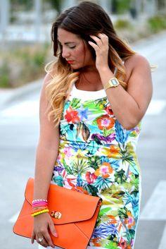 Rocío de 27Forever nos trae un post que transmite alegría y armonía, ella ha elegido nuestra pulsera Flúor Fort Lauderdale, no es ideal para el verano? Consíguelas en: http://www.marbcnshop.com/es/pulseras/157-pulsera-fluor-fort-lauderdale-3v-plateada.html