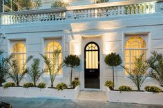 Browse a range of property to buy in Earls Court with Primelocation. See houses and flats from the top agents in Earls Court and get contact details for enquiries London Property, Property For Sale, Earls Court, London House, West London, Interior Inspiration, Entrance, Mansions, Interior Design