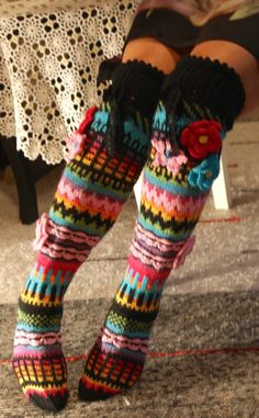 Ankortit: Hosiery there - socks here Knitting Socks, Hand Knitting, Knitting Patterns, Crochet Patterns, Crochet Slippers, Knit Crochet, Bed Socks, Funky Socks, Crochet Clothes