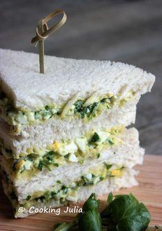 Tout le monde connaît les fameux sandwiches anglais au pain de mie coupés en triangles. Une des garnitures peut-être aussi traditionnelle ch...
