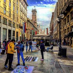 In giro per Milano #milanocentro #milanocity #loves_lombardia #loves_united_milano #vucumprà #duomo #madonnina #mercanti #bar #ombrelloni #hdr_captures #igers_gente_cool #hdr_city #top_lombardia_photo #hdr_professional #people_and_world #milanoexpo2015 #milanodavedere #instamilano #bandiere #gente #persone #camminare #hdr_professional #vivomilano #vivo_italia by save0508