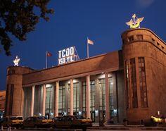 Ankara garı/// Mimarı Şekip Akalın olan Ankara Garı'nın inşaatı 4 Mart 1935 tarihinde başlamış ve 30 Ekim 1937 tarihine dek sürmüştür. Türkiye Cumhuriyeti Başkent'inin erken yıllarına ait en görkemli yapıtlardan birisidir.
