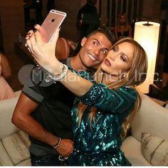 @Cristiano & @JLo #BirthdayParty Selfie time.  Cris y JLO. Son amigos desde hace mucho. / vía @cr7worldwide ⭐⭐⭐ #Jenniferlopez #Jlo #Realmadrid #Halamadrid #Rmfans #Cristiano #Cr7 #Ronaldo #Halamadridynadamas #Wags #Rihanna #Beyonce #irinashayk #Cristianoronaldo #Ronaldo