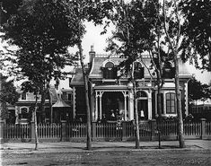 Mr. Hollis Shorey's house, St. Catherine Street, Montreal, QC, 1884. Old Montreal, Montreal Ville, Montreal Quebec, Montreal Canada, History Of Photography, Vintage Photography, Old Pictures, Old Photos, Victorian Street