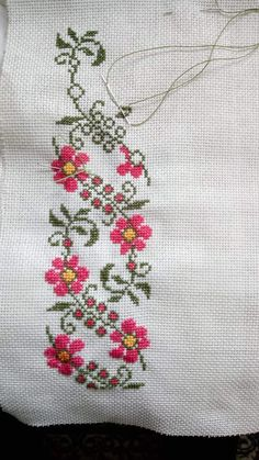 Cross Stitch Boarders, Cross Stitch Designs, Cross Stitching, Cross Stitch Patterns, Embroidery Flowers Pattern, Embroidery Sampler, Embroidery Stitches, Hand Embroidery, Simple Cross Stitch