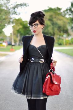 this outfit is cute & kick ass! Love the glasses and bracelets.