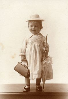 Alicia Maud Jenkins,1913. Carrying a fabulous bag, even at this age wearing a traditional farmers smock