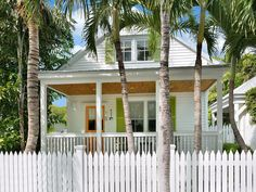 VRBO.com #913134 - Chick-a-Pea's Cottage: Pet-Friendly with Fenced Yard! Parking & Private Pool