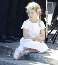 She looks like an angel #PrincessEstelle #PrinsessanEstelle #swedishroyalfamily #swedishroyals #kungafamiljen