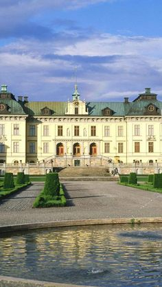 Royal Palace, Stockholm, Sweden. Our tips for things to do in Stockholm: http://www.europealacarte.co.uk/blog/2011/02/28/things-to-do-stockholm/