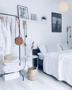 50 Lovely Winter Master Bedroom Decorations Ideas Best For You 50 Lovely Winter Master Bedroom Decor Small Room Bedroom, Trendy Bedroom, Home Decor Bedroom, Modern Bedroom, Master Bedroom, Contemporary Bedroom, Bedroom Red, Bed Room, Diy Bedroom