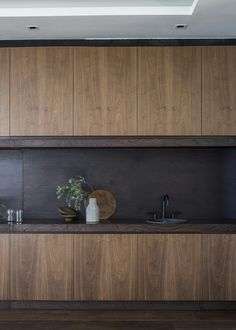 replace this with walnut & dark grey marble Marble Kitchen Interior, Timber Kitchen, Interior Design Kitchen, Kitchen Dinning, New Kitchen, Cocinas Kitchen, Kitchen Cabinet Design, Walnut Kitchen Cabinets, Kitchen Themes
