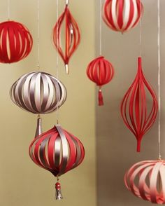 DIY Lanterns Make Everything Lovely These red DIY paper lanterns are such a fun decor idea for Valentine's Day parties! Love how you can make all different kinds and shapes. Diy Paper Christmas Tree, Paper Christmas Decorations, Christmas Lanterns, Paper Ornaments, Handmade Ornaments, Christmas Christmas, Valentinstag Party, Deco Nouvel An, Martha Stewart Christmas