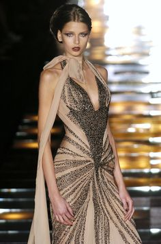 Minus the weird scarf Elie Saab Fall Couture Elie Saab Couture, Beautiful Gowns, Beautiful Outfits, Gorgeous Dress, Couture Fashion, Runway Fashion, Fashion Shoes, Girl Fashion, Mode Glamour
